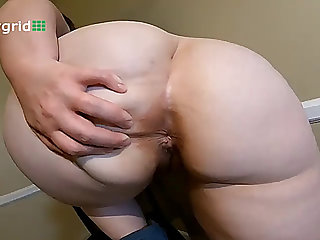 Chubby booty farts
