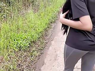 Desi teen outdoor sex near the jogging path.